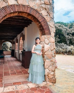 Love does not consist in gazing at each other but in looking outward together in the same direction - Antoine de Saint-Exupery . #JayHedsHome #bridesmaid . . . . . . . . . . . . . #iannicolef #clozette @pilipinasootd #pilipinasootd #stylefeedph #bloggerbandfam #stylefeedph
