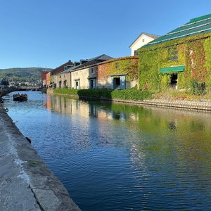 Otaru canal stroll followed by lunch. Lovely autumn weather. Food is so fresh - one of the best meals I ever had! #otaru  #otarucanal  #hokkaido  #japan #clozette #cooljapan