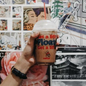 I deserve the new Coffee Mocha Float from @jollibee after a long day at work! 😉 Get twice the indulgence drink with the perfect blend of rich milk chocolate and creamy coffee. Have one now for only P55.  #TwiceTheIndulgence #JollibeeCoffeeMochaFloat
