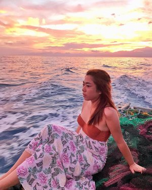 2 AM voyage & unfiltered memories to SECO Island 🌴  Been traveling since I was 4 years old, my fascination with sunsets and horizons brought life to my blog site -- hugginghorizons.com . Little did I know that expressing my heartfelt adventours online would give me a chance to witness something really magical. I can still recall when I had this photo taken. Just a few moments after the first appearance of the light in the morning appeared, followed by a majestic sunrise. The waves crashing resembled the obstacles I once faced as the tides of life took my innocence, yet also brought me courage and wisdom to reach the shore. Life is indeed full of surprises, one may talk about their future but would be presented with a different outcome, far from how they looked at it, far beyond how they imagined. The secret is not to go where the wind blows or allow the tides of life to take you wherever it pleases, the secret is to stay in touch with Almighty, allow God to sail with you and be your Sailor. This will give you answers to your curious heart, push your dreams beyond your plans and will leave you in awe of His grace. This sailing experience to Seco island is indeed one for the books. I will never forget this trip to paradise. ♥️ Gracias @flypal for flying travelers 3x /week between Clark to Antique  Salamat #KatahumTours for making this all possible.  To book a trip to Seco Island, check : www.katahum.com (c) @jontotheworld_  #FlyPal4stars #HeartoftheFilipino #ExperienceAntique #ExperienceWesterVisayasFirst