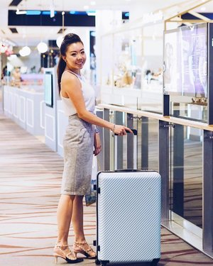 The Jet Set Diary in 2018 begins with a new luggage! Retailing at $469, this gorgeous designer HaNT luggage from Japanese brand @ace.singapore will definitely be going to places with me. ✈️ Loving the baby blue, the rose gold motif, and the very functional wheel-locking technology incorporated into this luggage makes this THE luggage to be travelling with.  Thank you @ace.singapore & @lexilyla! I really love this luggage! Also, quote LEXI LYLA for a 10% discount at @ace.singapore stores located at  313@Somerset #B2-46 313 Orchard Road  Singapore 238895 & Plaza Singapura  68 Orchard Road  #03-42  Singapore 238839 TGIF today! What's your plans for tonight? #acetakesyouplaces #acesingapore #lexilyla #goodlifewithace #ZeroCopycatSocial