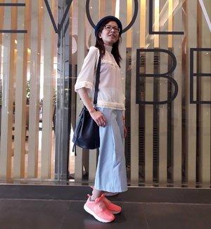 Jet, Set Go! ✈  Dress up Wintry White & Ocean Blue for Clozette Party 2018.🎈🎉🎊 Top 🧥 :  @monki #monki Culottes 👖: @zaloramy #zalora Accessories 👜 : Drawstring bag @zara #zara Accessories 👒 : Bowler hat @hm #hm  New kicks 👟 : @puma #puma #ootd #lotd #wiwt #fashion #style #streetwear #partygoers #instaphoto #instapic #igers #instagrammers #influencer #socialmediainfluencer #fashionista #blogger #fashionblogger #lifestyleblogger #malaysianblogger #starclozetter #clozette
