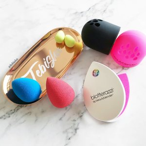 🎉Great Singapore Sales is here! All Beauty Blender Lovers please take note! 🛍️Beauty Carousel is having GSS and is offering awesome discounts off @beautyblendersg! 🎊Up to 40% off beautyblenders! 🛍️ Free micro.mini - set of 2 (worth $29) with every purchase of beautyblender's newly released foundation – Bounce! ❗Head over to @beautycarousel (www.beautycarousel.com) to check out all the other awesome deals! Do you know that❓ 🔺All items sold on Beauty Carousel are GST-Free (ie. 7% lower than retail prices) 🔺Beauty Carousel is the authorized distributor of beautyblender in Singapore 🛍️Start shopping away on @beautycarousel now! Do not miss out the great deals! . . . #beautycarousel #beautycarouselsg #beautyblender #beautyblendersg #beauty #beautysg #makeup #skincare #flatlay #ad #sp #gss #clozette