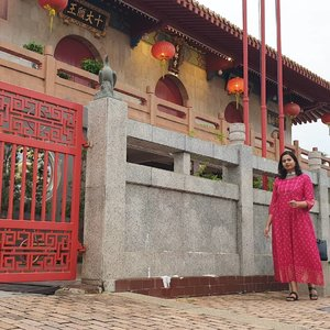 Just taking a stroll along the Xiang Lin Si Buddhist Temple at Harmony Street  Hair, Makeup, Styling & Model - Me Photography by @vimalan_nair Pink Maxi Kurti from New Delhi Sandals frm @batasingapore Accessories from Surat, Gujarat Black Tote Bag from @thesophialabel  #clozette #clozetteco #starclozetter #indianblogger #indiabloggerstrendz