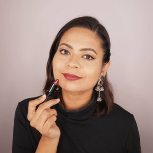 Pumpkin spice and everything nice, how'bt a dark lip colour?  This lip shade is called 'Queenie' by @niswara_sg  #clozette #clozetteco #starclozetter #indianblogger #indianbloggertrendz #biggboss3tamil #biggbosstamil3 #madaboutmatte #biggboss3 #biggboss #sgyoutubers #sgig #sgbeauty #sgbeautyvlogger #indianmakeup #niswara