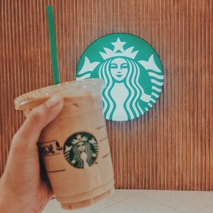 Just in case you didn't know, it's #starbucksgrandewednesday 👌🏻 enjoy my personal fave, iced grande caramel macchiato, for only Php100.00 today, July 26 from 3PM-6PM. Don't miss it!