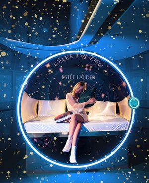 Look up at the stars ✨  Let's reset our skin together tonight!🥰❤️ In this dreamy sleep pod at @esteelauder's pop up yesterday 😴 💤  Going to put the all new Advanced Night Repair Intense Reset Concentrate to the test tonight!  Go register and check out the pop up too!😘 (Link in my bio) • • • • • 📷: @lecinlurvee @sonysingapore  #TheNightisyourssg #pressresettonight #advancednightrepair #esteelaudersg #chloewlootd #skincare #ion #ionsky