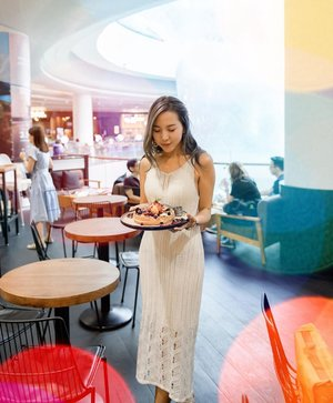 """You know you found the perfect white knit dress when you can enjoy the yummy dessert and your food tummy doesn't show 🤣  Hurry! Shop on @shopjenith before their sales ends tonight!😘❤️ Quote """"storewide12"""" for 12% off storewide 😍 • • • • • 📷: @bentkr  #chloewlootd #pazzioncafe #shopjenith #ootd"""