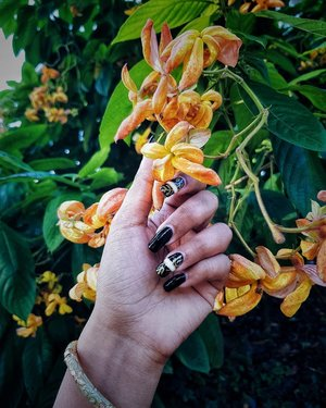Go to the garden when you need to remember that everything is love 🌼♥️♠️ . #nailsofinstagram #nailart #notd #qotd #baroque #lookbook #lookbooksg #clozette #starclozetter #truevintageootd #retrobabeland #ootdsg #ootdgals #dametraveler #darlingescapes #fashiondiary #discoverunder5k #discoverunder10k