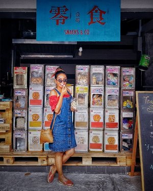 These snacks use to be so easily available at our local Mama Shops. Got a packet of my favourite childhood snack, Iced Gem Biscuits for SGD$1🧁 . #icedgembiscuits #oldschoolsnacks #childhoodsnacks #visitsingapore #exploresingapore #passionpassport #lookbook #clozette #starclozetter #truevintageootd #ootdsg #ootd #ootdgals #dametraveler #fashiondiary