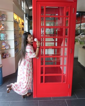 I rasa gambar ni cantik tu sebab I pos dalam IG.. any suggested caption ? 🤣🤣🤣 #Clueless #CluelessCaption #LondonPublicPhone #Lavender #LavenderIceCream #syafierayamincom #clozette