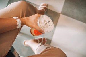 Friday deserves an iced latte. Pampalamig ng ulo. HAHAHA 🥤🤦🏻♀️