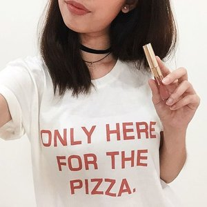 ONLY HERE FOR THE PIZZA 🍕 || Wearing this relaxed tee from @cottonon & inspired Kylie cosmetics in 'Dolce K' on my lips 💄 || #clozette #motd #makeup