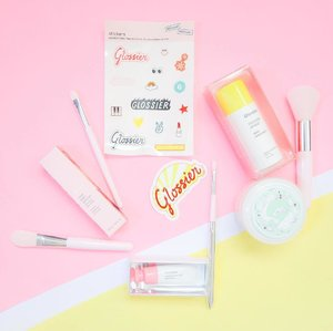 Something new to play with 💕  Trying out Glossi-eh @glossier @clozetteco #clozette