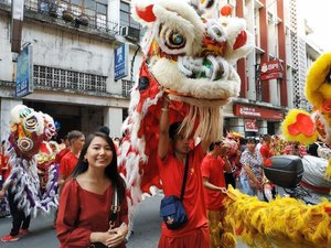 Fun fact: Every Chinese New Year, I see to it that I get to watch lion and dragon dances in my hometown. It never fails to amaze me and it's a part of our Chinese culture that I enjoy doing and treasuring. So here's my not so IG-worthy, awkward and excited looking photo. Happy CNY! 恭喜發財! 🐷🏮🦁🐉 See u around Binondo.