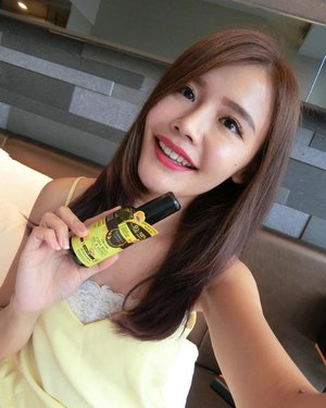 I straighten my hair everyday and this dries my hair a lot. It doesn't help when I already have SUPER dry hair to begin with. So prior to exposing the hair to the heat, I always apply 3 pumps of Botaneco Garden Organic Chia Seed Oil & Honey onto the hair which not only deeply moisturise but protects the hair as well.  P/S: It is 100% organic oil & 0% nasties! Don't forget to check out other launches at @guardiansg as well! #GuardianBeauty #guardiansg