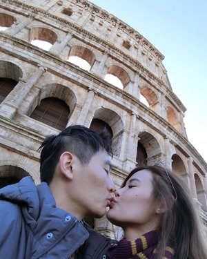 It's honeymoon so I can PDA a little right? 😅 Some of you have been asking me for my itinerary but I took up a tour package from @euholidays because we were too lazy to plan & we intend to travel to a lot of different cities. I guess having a tour manager makes the trip a lot easier! Our first site of the trip was Colosseum! #italy #rome #colosseum #iloveeu #euholidays