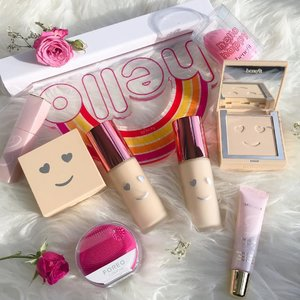 Of all things pink and smiley faces! 💕😊 Isn't this such a happy picture with @benefitcosmeticssg new Hello Happy Foundation? #benefitsg #esteelaudersg #foreosg