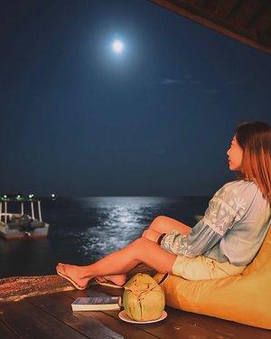 Always remember we are under the same sky, looking at the same moon. . . . . #clozette #travelwitheverest #exploreindonesia #fullmoon #everestinbintan #bintan #bintanspavilla #bintanspavillabeachresort