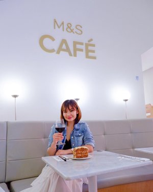 Catching up with friends over @marksandspencer_sg Café , 🥂🍰the world's first table service café by Marks & Spencer, serving from all-time favourites British Fish & Chips and wood fire pizza ! ✨ I'll recommend you to try out  Bircher Muesli, $8++ , Sharing platters like , Cheese Board, $21++ Mediterranean Platter, $18++ 🧀 ( so good! )  Entrée , for sharing like  Wood Fired Chicken & Mozzarella , $24++🍕 Prawn Bhuna Curry, $23++ ( mild spicy )  Dessert like 🍰 Carrot Cake, $7++ per slice  Drinks Gold Label Merlot, $12++ Strawberry & Raspberry Tea, $5++ 📷 @lecinlurvee ❤️ Thank you @marksandspencer_sg  @wom_sgpr 🥂  #clozette  #marksandspencersg