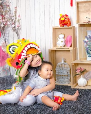 My precious 👶🏻👧🏻 Babies, despite being  they 6years apart they do play and enjoy the company 💕 , here's a shoot with #studiopetitesg  Shoot earlier in January for their Annual CNY shoot .  Have your started pre-order?  The LEGENDARY @supermomsg  Preorder is BACK!  Grab the BEST deals now at www.welovesupermom.com .  Strollers starting from $69!  Breastpump starting from $99!  7 in 1 Cot starting from $88!  Over 100 1-for-1 deals up for grabs  And many of your FAVOURITE brands like . 🌟Natural Organic🌟Beblum🌟Babylove🌟Gaia🌟Alobaby🌟Lucky Baby🌟Spring Maternity🌟Tomy Disney🌟Motorola🌟Combi🌟Little Seeds🌟LoveSprings🌟MAM🌟Babybjorn🌟Sandesica🌟Umee🌟Litte Tree🌟.... & 𝑴𝑶𝑹𝑬!!!! .  Do not miss SuperMom Preorder! .  AND Supermom provides: 💥LOWEST Price Guaranteed! or REFUND the difference!! 💥100% AUTHENTIC & GENUINE 💥FREE $20 Cash Voucher to spend at bb fair (w no. min spending) 💥FREE Delivery .... & 𝑴𝑶𝑹𝑬!!!! Preorder now and simple head down to the Asia's No.1 Largest Leading Super Shocking Babyfair at Suntec Convention Centre from 15 to 17 March 2019 to collect your purchases! 📷 @studiopetitesg  #clozette  #sgmummy  #supermomsg