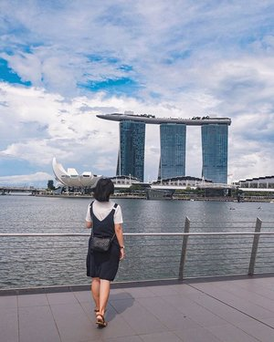 Exploring Singapore 🇸🇬 this weekend. How's everyone's weekend so far? #hzthoughts #throwbacksunday #clozette