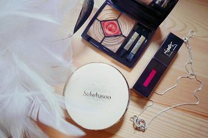 Hello long weekend! Extra day to play with makeup 😁. Got myself the Sulwhasoo cushion not because of Song Hye Kyo but because I'm curious and I must say, it's holds really well in the Singapore heat plus it's one of those cushions that is really close to my skintone hehe. Eyeshadow palette and lip tint from airport because it's cheaper (like $10-$20 cheaper 😱) #clozette