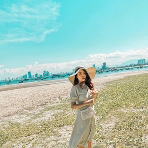 Blue sky and Blue sea 💙 And a pinch of Green 💚 www.snowmansharing.com - Excited for my next Vietnam post 🤗 . . #snowmansharing #ootd #clozette #sharonootd #greendress #vietnam #Danang #SwaggersinVN #swaggersinDanang #Swaggerstrip #bfftrip #huaweip30 #huaweiphoto