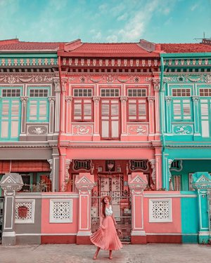 People said this is the prettiest road in Singapore. What do you think?! Its gentle hues bear some resemblance to Wes Anderson's oeuvre, but oriental flourishings on the cool tiles are a stern reminder of the Chinese heritage that root these buildings within the repertoire of local architecture. • • When i first saw the picture few years ago, i thought that this road is just a small road and very peaceful, however i found out that it's actually very busy road.. taking photo there and crossing the road can be dangerous if you never pay attention to the car passing by.  • • Btw, do you know that Singapore was ranked the world's 10th most Instagrammable country by travel publication Big 7 Travel in January this year. • • #exploreSingapore #VisitSingapore #KoonSengRoad #Singapore #things2doinSingapore #singaporeworld #singaporeinsiders