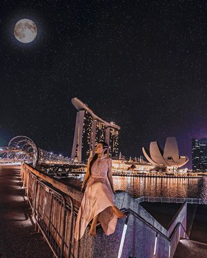 Singapore is so fine at night.. Never get enough taking photos of Singapore landmarks 😍 • • What is your favourite Singapore landmarks and why? Let me know on the comment below! • • #exploreSingapore #VisitSingapore #Singapore #singaporeinsiders #singaporeworld
