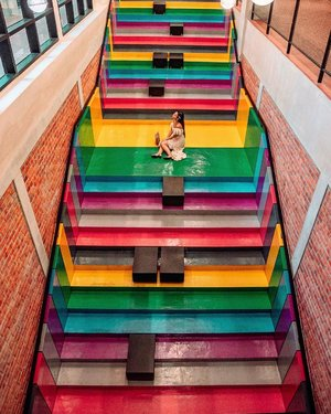 Dare to love yourself as if you were a rainbow with gold at both ends. -Aberjhani Because self-care is never a selfish act — it is simply good stewardship of the only gift I have, the gift I was put on earth to offer to others. • • Another rainbow staircase to visit when you are in KL. This is the indoor version..  📍LINC KL How do you love the rainbow series so far? I can't wait to plan another theme. Which theme do you like so far?! Or you can even share which place worth to shot?  • • #ExploreKL #ExploreKualaLumpur #discoverKL #KualaLumpur #Malaysia #exploreMalaysia #discoverMalaysia #TheLincKL