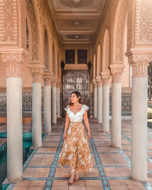 Received DMs and messages, so many of you asking where is this place? It's at Astaka Morocco Pavilion at Putrajaya-Malaysia, guys! It's about 30mins drive from KL center. I visited this place around 3 times already in different mood.. Real Morocco still on my bucketlist though, but if you are on budget visit this place! 😜 #YuniInKL #YuniQuetravels