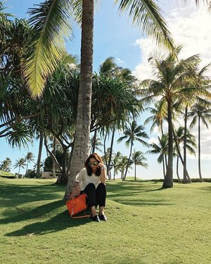 When a beautiful beach is just 2-3 miles away from the clinic.... 🌴 After clinic hours has never been this relaxing 😌  Thanks @martin_a_garcia for the candid shot 😁 #ALOHAliday #KoOlina #igdaily #Pilipinasootd #Clozette