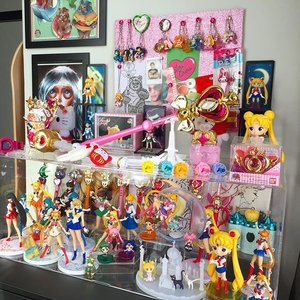 Cleaning time! 🤗👸🏼✨🌟💕💖💗🎀💓#美少女戦士セーラームーン#セーラー戦士  #魔法少女 #sailormoon #sailormooncollection #sailormooncollectibles #sailormoon20thanniversary #sailormooncrystal #sailormoonfans #bishoujosenshisailormoon #sailormooncollector #clozette