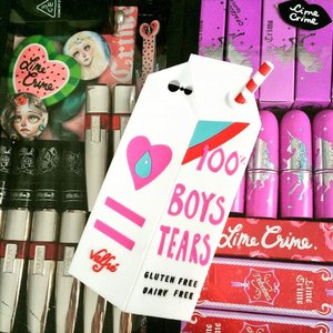 My vanity case  Feat. #VALFRE Boys Tears Silicon 3D iPhone 6 Case! Available on my e-store  Shop http://candypophearts.com the official stockist in Singapore for Valfre, Medusa Make up, Concrete Minerals & Sourpuss 💋 Follow @candypophearts on Instagram 💖💋