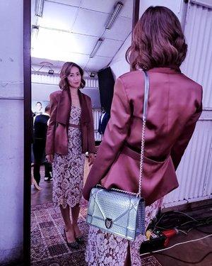 [NEUTRAL] Office wear doesn't have to be boring. Don't you think? Check out those details on the dress 😍 . #OOTN Dress & Blazer - @justin___yap Bag - @dior Heels - @manoloblahnikhq Hair - @toniandguybangsar . . . #divainmefashion #fashionblogger #kingssleevemalaysia #diorama #manoloblahnik #hangisi #justinyap #reflection #throwback #malaysianblogger #clozette #fashionista #kualalumpur