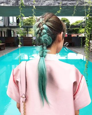 When you hair color matches the pool. ... I didn't do the braid of course. Only the hair expert can do this kind of braid - @will_i_amwong. Color by @woonzuray . . #greenhairdontcare #toniandguybangsar #toniandguymalaysia #divainmebeauty #hairstyle #hairtransformation #throwback #green #fashionblogger #fashionista #clozette #haircolor #