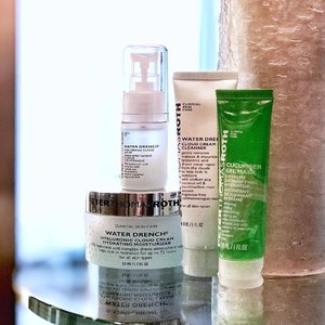 [HYDRATED] Thanks to @peterthomasrothofficial #WaterDrench series & #CucumberGelMask for keeping my skin hydrated during the winter season in Hong Kong. ... #shortreview: 1. Cloud Cream Cleanser - It's not foamy & not too creamy either. It doesn't dry up the skin after wash. 2. Hyaluronic Cloud Serum -  Right amount of watery. Absorb pretty fast and not sticky. 3. Hydrating Moisturizer - It has a smooth finish & doesn't feel sticky after application. This range is great for combination to oily skin. 4. Cucumber Gel Mask - Fabulous for after-sun! Very cooling and give a burst of freshness and kept my skin hydrated. I usually put it on, take a shower n wipe it off after. Then follow with #skincare. My skin felt fresh! ... Have u tried them? Maybe I should do giveaway for u to try...what do u think? 🤔 . . #peterthomasrothmy #skincareroutine #hydratingmask #hydration #hydrationpack #moisturizer #cleanser #divainmebeauty #travelwiththese #clozette #beautyblogger #malaysianblogger