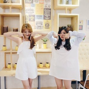 Best friend is someone with whom you can do crazy things. We are addited to Twice's song: TT at the moment, hence we posed like this 😝 . . . #clozetteid #clozette #bestfriend #bestfriendquotes #ootdindo #lookbookindo #potd #picoftheday #dailypic #koreanstyle #besties #bff #hairstyle