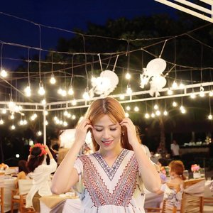 About last night gala dinner with @sahabatmarina. Messy hair because of the blowing wind but still can't stop smiling because of the pretty bohemian decoration and knowing new friends from around Indonesia with each unique personalities and achievements, such a valuable experince ☺️☺️☺️ . . . #marinabeautyjourney #saatnyabersinar #clozetteid #clozette #beautybloggerid #kbeautyblogger #fdbeauty #bohemianstyle #portrait #photography #hairstyle #potd #picoftheday