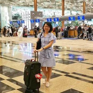 Checking-in for flight to Paris. See you tomorrow. Have a Blessed week ahead. 📷 @mia.flowers  #nahmj #nahmjsg #michootd #michnahootd #clozette #ootd #singaporeair #changiairport #ppsclub #krisflyer