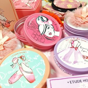 Always wondered what a lilac blusher would look like on your cheeks? My review and swatches of Etude House's limited edition Dreaming Swan x Kerrie Hess Eye and Cheek Colour is now up on the blog! TGIF and psst: please don't forget to vote for meeeeee you will have my eternal love 😘 #etudehouse #etudehousesg #kerriehess #kbeauty #korean #makeup #makeupstash #makeupblogger #beauty #beautyblogger #bbloggers #clozette #blush #blusher #에뛰드하우스 #sgig #sgbeautybloggers #igbeauty #TGIF #happy #princess #😍