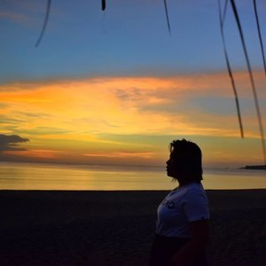 At the end of the day, it is as beautiful as the sunset. #qingTravels #qingsstyle #clozette #lostinph #travelphilippines #travellingpinoy #travelgram #igtravel #femaletraveler #sunset #musttravelph