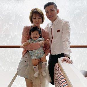 Soo Soo Soo hard to make Kyra focus & look at the camera! 1/10000000 times 🎈#family #smilekyra