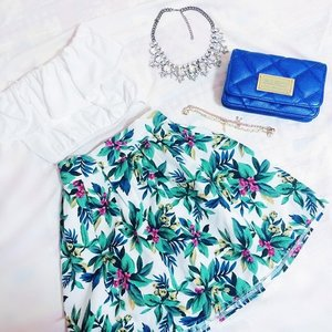 Favourite, details! So in love with tropical prints lately!