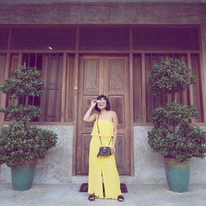 Hello yellow 🐤🐣🐥 PS. The dog inside this house was barking at me the entire time I was taking my photo 🙉 Sors ✌🏽 #clozette