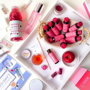 Pretty in Pink! A day with @laneigesg make up, skincare & new beauty drink, the Brightening Collagen Drink (available in March). Perfect for my new year resolutions! 🍎🍓🍒 #LaneigeDrinkToShine #laneigesg #clozette #inthepinkofhealth #2015