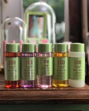 Loving a good @pixibeautysg Tonic! And not just the famous #glowtonic #toner with glycolic acid - the range has since expanded to include a retinol, rose, vitamin c and milky variants! I am a huge fan of all of them and find it rather hard to choose honestly! I guess it's just going to depend on my skin's condition - I feel like the milky and rose versions are better for sensitive skin, while glycolic and retinol are good for those who want those ingredients in a routine. I feel like the vitamin c is pretty universal though! . . #pixi #pixibeauty #pixibeautysg #pixiskintreats #pixiskin #pixiskincare #pixibypetra #toners #skincareproducts #skincare #clozette #beauty #skincarejunkie #skincareaddiction #skincareaddict #skincarecommunity #20yearsofglow  #pixiglow #pixipretties #pixiperfect #skincareobsessed #skincarelover #iloveskincare #toners #skincarenatural