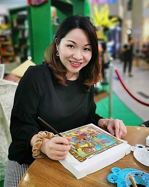 Sometimes the most productive thing you can do is relax ❤️ Enjoying myself doing batik painting activities for Raya at @pavilionkualalumpur 🎨. #rollwithcarol #clozette #pavillonkl #batik #painting #relax