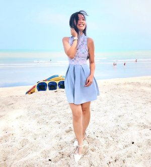 Smell the sea and feel the sky. Let your soul and spirit fly 🌊....#onlyduringcny #cny #chinesenewyear #cny2018 #wangwang #ootd #cheongsam #wiwt #dailystyle #styleinspo #beachday #beachlove #beachday #beachbum #desaru #jbtrip #familyday #allitravel #travel #travelstoke #travelgram #wanderlust #digitalnomad #exploremore #vscotravel #clozette